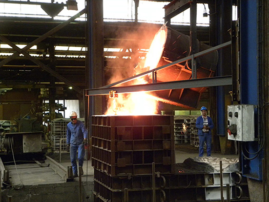 Casting of the first Anglo Belgian Corporation V16 engine block, part of 7 tons of Spheroïdal Graphite Cast Iron